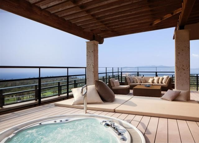 th_th_The_Ritz-Carlton Suite_terrace
