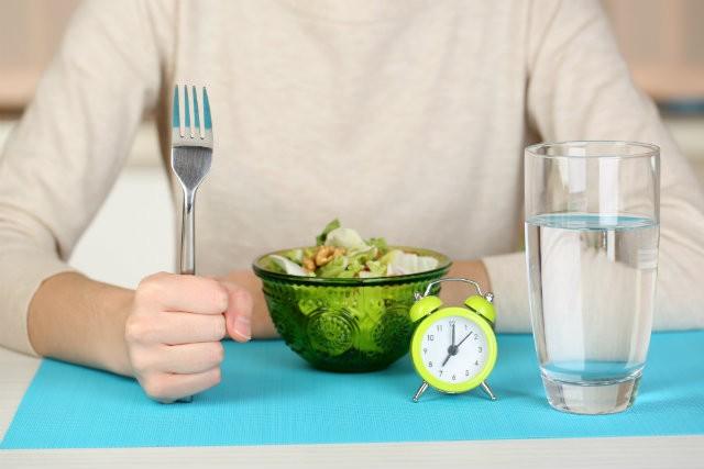 食事制限や運動の必要ナシの8時間ダイエット_01