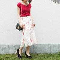 花柄プリーツスカートで大人可愛いを演出