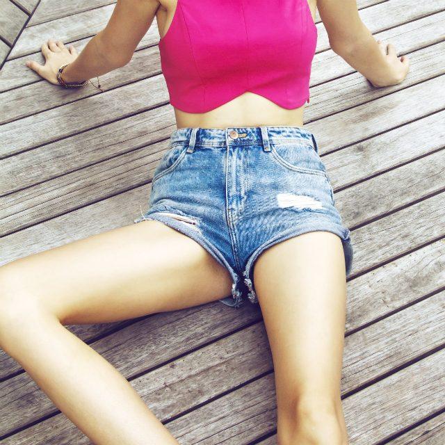 股関節の歪みを整える太もも引き締め簡単ポーズ