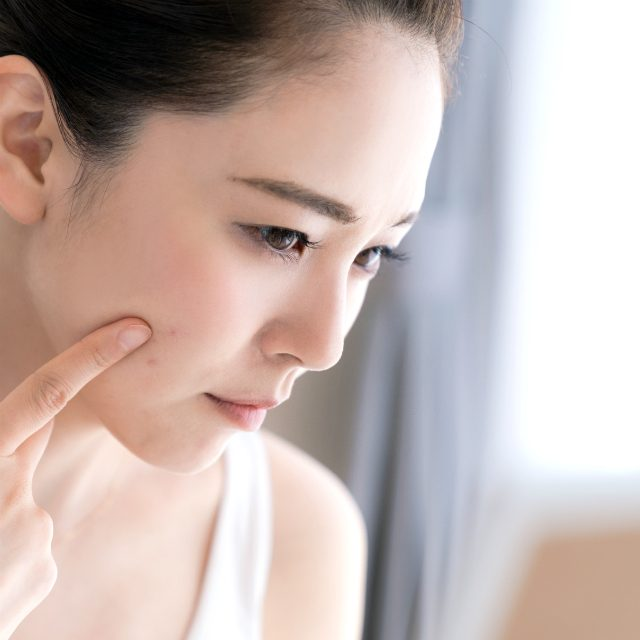 理想肌へ近づく最新技術の詰まった赤い美容液