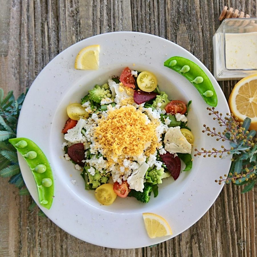 春野菜を美味しく味わうミモザ風サラダのレシピ