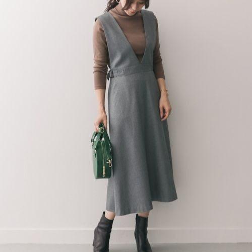 大人っぽく見せるジャンパースカートのコーデ術